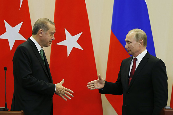 epa05941982 Russian President Vladimir Putin (R) and Turkish President Recep Tayyip Erdogan shakes hands after a press conference at the Bocharov Ruchei residence in the Black sea resort of Sochi, Russia, 03 May 2017. The Turkish President is on a working visit in Russia.  EPA/YURI KOCHETKOV