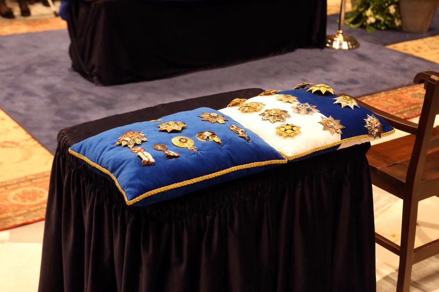 Τα παράσημα  του πρώην πρωθυπουργού Κωνσταντίνου Μητσοτάκη η σορός του οποίου έχει τεθεί σε λαίκό προσκύνημα στη Μητρόπολη , Τετάρτη 31 Μαίου 2017. Ο πρώην πρωθυπουργός και επίτιμος πρόεδρος της Νέας Δημοκρατίας Κωνσταντίνος Μητσοτάκης απεβίωεσε στις 29 Μαϊου σε ηλικία 99 ετών. ΑΠΕ-ΜΠΕ/ΑΠΕ-ΜΠΕ/Αλέξανδρος Μπελτές