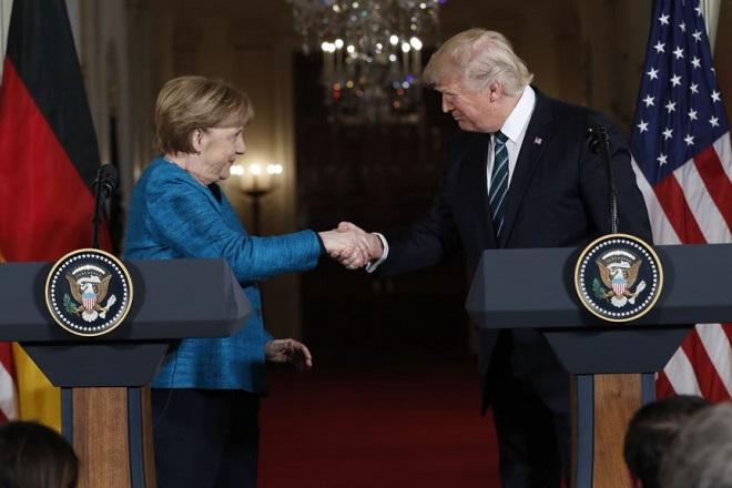 Ο Τραμπ συμφωνεί με τις κυρώσεις κατά της Ρωσίας- Γιατί η ΕΕ παίζει το ρόλο του «διαιτητή»;