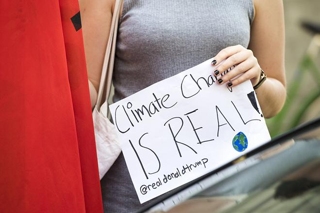 Πολιτικός «εμφύλιος» στις ΗΠΑ μετά την απόσυρση από τη συμφωνία του Παρισιού