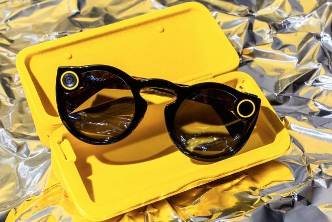 Spectacles: Αυτά είναι τα «έξυπνα γυαλιά» του Snapchat