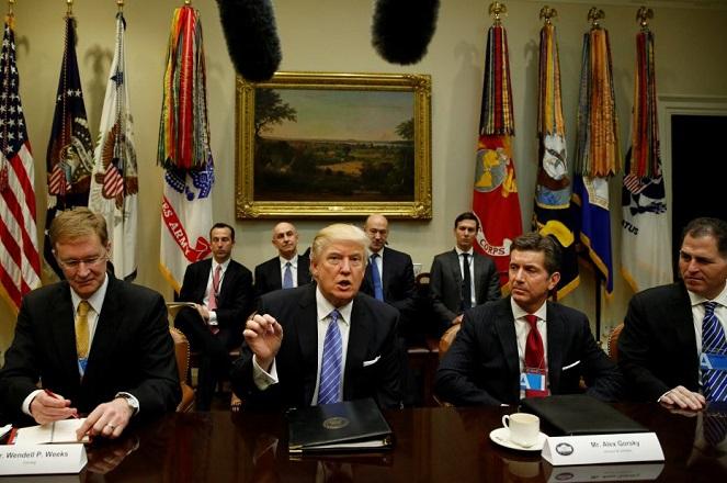 Γιατί οι CEOs των Intel, Merck & Co και Under Armour παραιτήθηκαν από το Συμβούλιο του Τραμπ