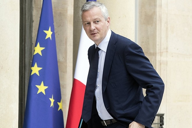epa05985817 French Economy Minister Bruno Le Maire arrives at the Elysee Palace for a cabinet meeting in Paris, France, 24 May 2017.  EPA/ETIENNE LAURENT