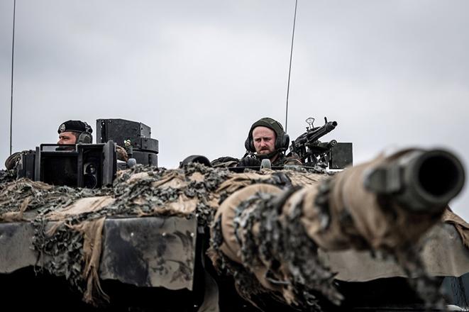 Η Κομισιόν ανοίγει τον διάλογο για την άμυνα της Ευρώπης των 27