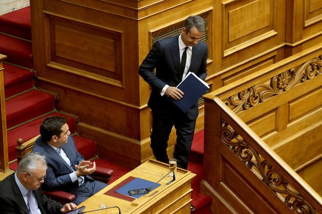 Ο πρόεδρος της Νέας Δημοκρατίας Κυριάκος Μητσοτάκης κατεβαίνει από το βήμα μετά την ομιλία του στην ειδική συνεδρίαση της Ολομέλειας της Βουλής για τον Κωνσταντίνο Μητσοτάκη, Τετάρτη 7 Ιουνίου 2017. Η Βουλή των Ελλήνων τίμησε τη μνήμη του πρώην Πρωθυπουργού και Επίτιμου Προέδρου της Νέας Δημοκρατίας Κωνσταντίνου Μητσοτάκη, σε ειδική συνεδρίαση της Ολομέλειας.  ΑΠΕ-ΜΠΕ/ΑΠΕ-ΜΠΕ/Παντελής Σαίτας