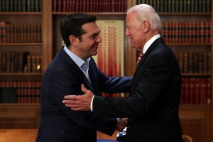 Ο πρωθυπουργός Αλέξης Τσίπρας (Α), υποδέχεται τον πρώην αντιπρόεδρο των ΗΠΑ Joe Biden (Δ) κατά τη διάρκεια της συνάντησής τους, στο Μέγαρο Μαξίμου, την Τετάρτη 7 Ιουνίου 2017. ΑΠΕ-ΜΠΕ/ΑΠΕ-ΜΠΕ/ΟΡΕΣΤΗΣ ΠΑΝΑΓΙΩΤΟΥ