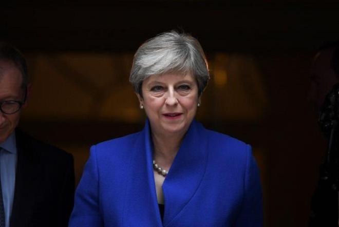 Η Μέι επιστρέφει από την Κίνα με τα χέρια «γεμάτα»- Η συμφωνία 9 δισ. λιρών και το Brexit