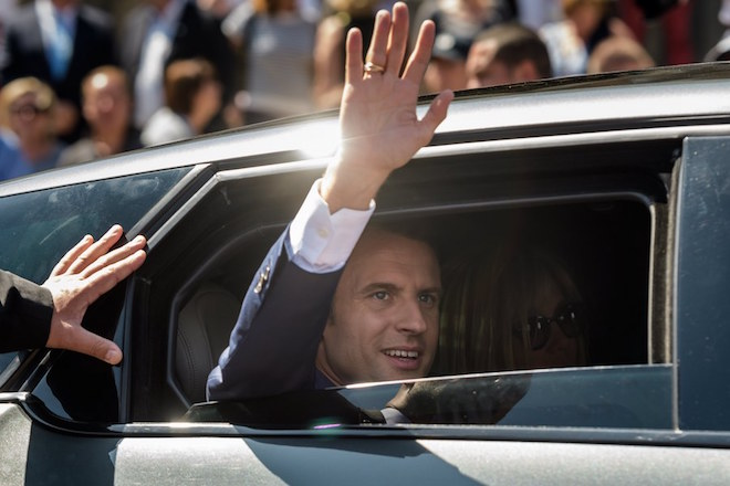 epa06022315 French President Emmanuel Macron waves from his car as he leaves the polling station after voting in the first round of the French legislatives elections in Le Touquet, northern France, 11 June 2017. France holds the first round of parliamentary elections on 11 June 2017, just under two months after Macron took office as French President.  EPA/CHRISTOPHE PETIT TESSON / POOL MAXPPP OUT