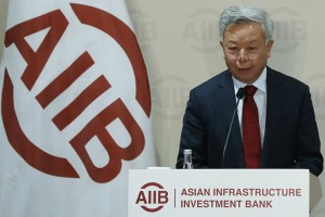 epa05960821 Jin Liqun, President of the Asian Infrastructure Investment Bank (AIIB) holds a press conference in Beijing, China, 13 May 2017. The Asian Infrastructure Investment Bank (AIIB) announced that is has approved seven new applicants to join the bank, expanding its membership to 77.  EPA/WU HONG