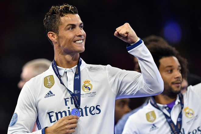 epa06009057 Real Madrid's forward Cristiano Ronaldo celebrates winning the UEFA Champions League final between Juventus FC and Real Madrid at the National Stadium of Wales in Cardiff, Britain, 03 June 2017.  EPA/DANIEL DAL ZENNARO