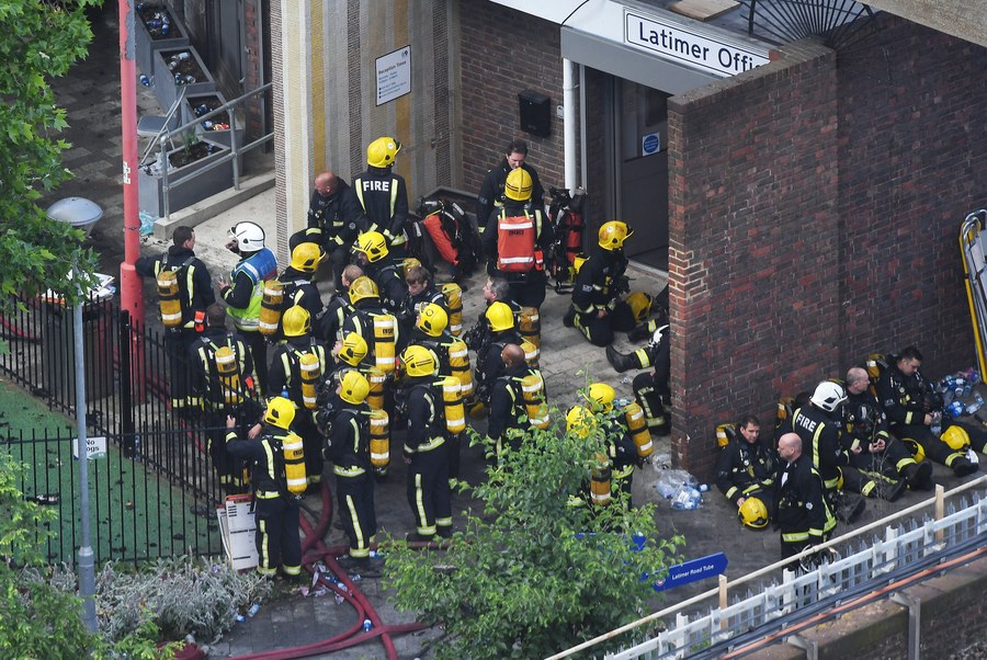 epa06027493 Firefighters battle a huge fire at the Grenfell Tower, a 24-storey apartment block in North Kensington, London, Britain, 14 June 2017. According to the London Fire Brigade (LFB), 40 fire engines and 200 firefighters are working to put out the blaze. Residents in the tower were evacuated, a number of people were treated for a 'range of injuries,' and six people have died in a fire, Metropolitan Police said. The blaze broke out at around 1:00 am GMT. An unconfirmed number of fatalities were reported in the incident, London Fire Commissioner Dany Cotton said during a press conference. The cause of the fire is yet not known.  EPA/ANDY RAIN