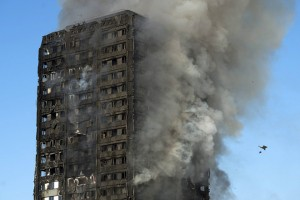 epaselect epa06027179 Smoke rises from the fire at the Grenfell Tower apartment block in North Kensington, London, Britain, 14 June 2017. According to the London Fire Brigade, 40 fire engines and 200 firefighters are working to put out the blaze. Residents in the tower were said to be evacuating and a number of people were treated for a 'range of injuries,' Metropolitan Police said.  EPA/WILL OLIVER