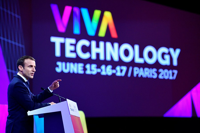 epa06030069 French President Emmanuel Macron delivers a speech during the Viva Technology event dedicated to start-up development, innovation and digital technology in Paris, France, 15 June 2017.  EPA/MARTIN BUREAU / AFP POOL MAXPPP OUT