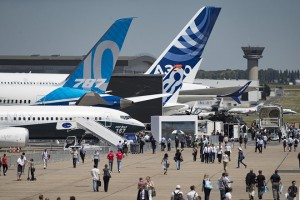 epa06037634 Visitors tour Boeing 787 airplanes displayed on the opening day of the 52nd Paris Air Show held at Le Bourget, north of Paris, France, 19 June 2017. The 2017 International Paris Air Show runs from 23 to 25 June.  EPA/IAN LANGSDON