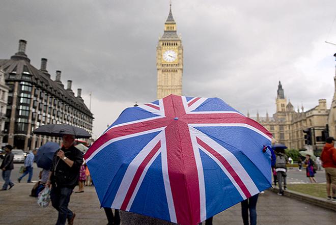 Ο Βρετανός ΥΠΟΙΚ προειδοποιεί: Το Brexit πλήττει τις επιχειρηματικές επενδύσεις