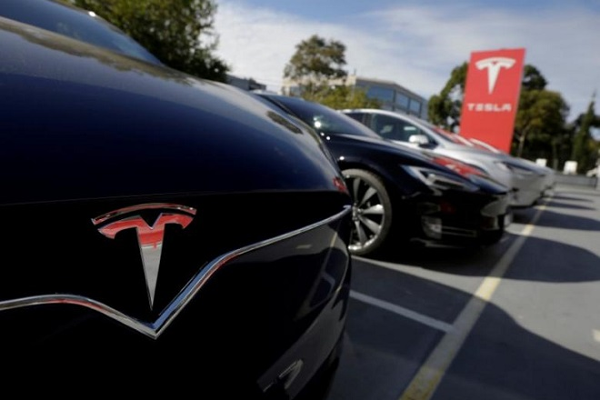 FILE PHOTO --  A Tesla Model X is photographed alongside a Model S at a Tesla electric car dealership in Sydney, Australia, May 31, 2017.  REUTERS/Jason Reed/File Photo
