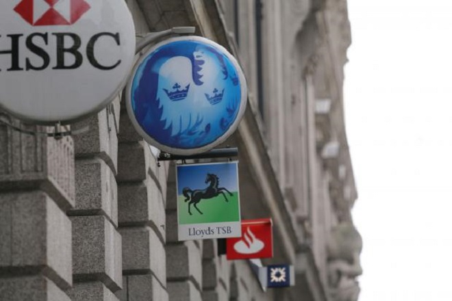 Τo Παρίσι «κλείνει το μάτι» σε Βρετανούς τραπεζίτες