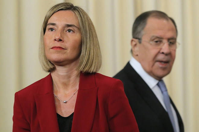 epa05925075 EU High Representative for Foreign Affairs and Security Policy Federica Mogherini and Russian Foreign Minister Sergei Lavrov attend a press conference after their meeting at the Russian Foreign Ministry guest house in Moscow, Russia, 24 April 2017.  EPA/YURI KOCHETKOV