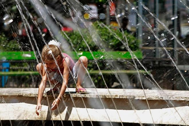 «Καμίνι» η χώρα – Σήμερα και αύριο οι πιο ζεστές ημέρες