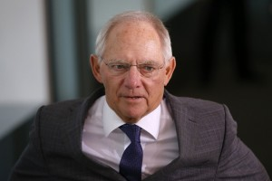 German Minister of Finance Wolfgang Schauble arrives for the weekly cabinet meeting at the Chancellery in Berlin, Germany, October 14, 2015. REUTERS/Fabrizio Bensch - RTS4EAI
