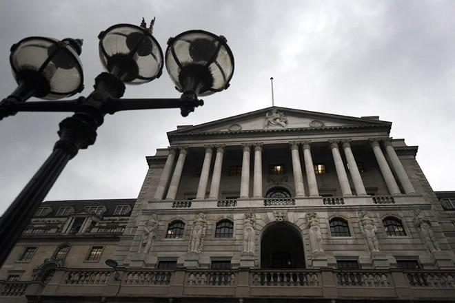 epa05766581 The Bank of England in London, Britain, 02 February 2017. Bank of England Governor Mark Carney delivered the Bank's quarterly Inflation report 02 February.  EPA/ANDY RAIN