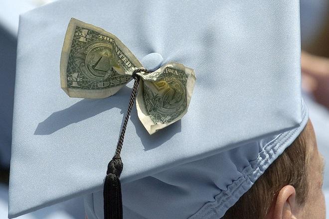 HSBC: Πόσο κοστίζει στους γονείς η εκπαίδευση των παιδιών τους