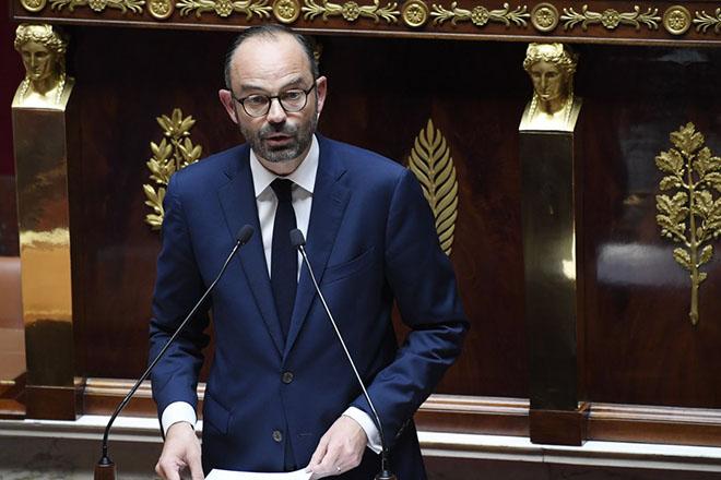 «Ηφαίστειο που βρυχάται» χαρακτήρισε το χρέος της Γαλλίας ο πρωθυπουργός της χώρας