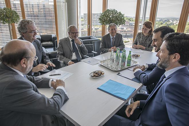 Δέσμευση για περισσότερα επενδυτικά κεφάλαια στην Ελλάδα από την ΕΤΕπ