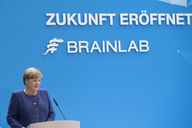 Μέρκελ κατά Ντράγκι για τη νομισματική πολιτική της ΕΚΤ