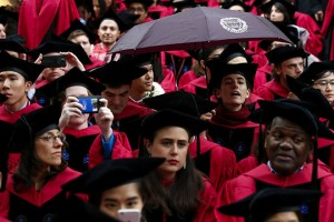 epa05989841 Graduates wait for commencement exercises to begin at Harvard University in Cambridge, Massachusetts, USA 25 MAY 2017.  EPA/LISA HORNAK