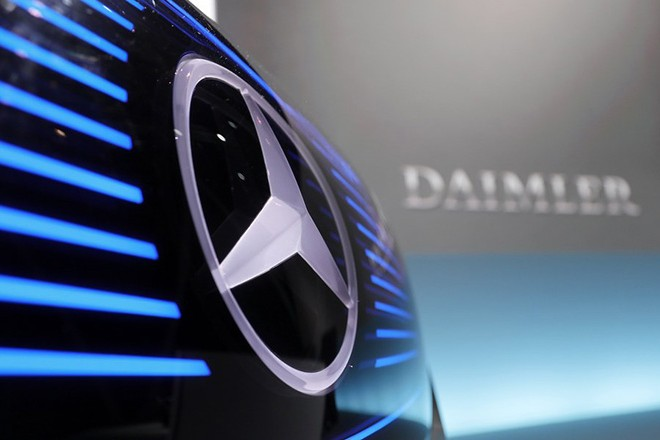 epa05983551 (FILE) - A file picture dated 02 February 2017 shows a closeup of the logo on the Mercedes 'Concept EQ' car during a annual press conference in Stuttgart, Germany. According to reports, the Stuttgart public prosecutor's office on 23 May 2017 raided various facilities of German carmmaker Daimler in connection with a possible involvement to the diesel emission manipulation scandal that had started with Volkswagen's so-called dieselgate.  EPA/RONALD WITTEK