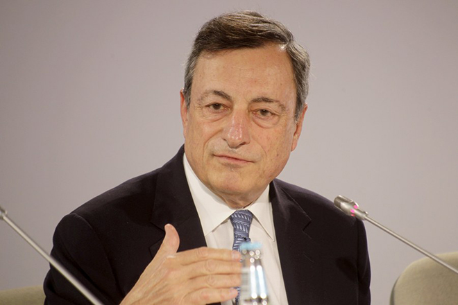 epa06016763 President of the European Central Bank (ECB) Mario Draghi speaks at a news conference after an ECB Governing Council meeting, in Tallinn, Estonia, 08 June 2017.  EPA/VALDA KALNINA
