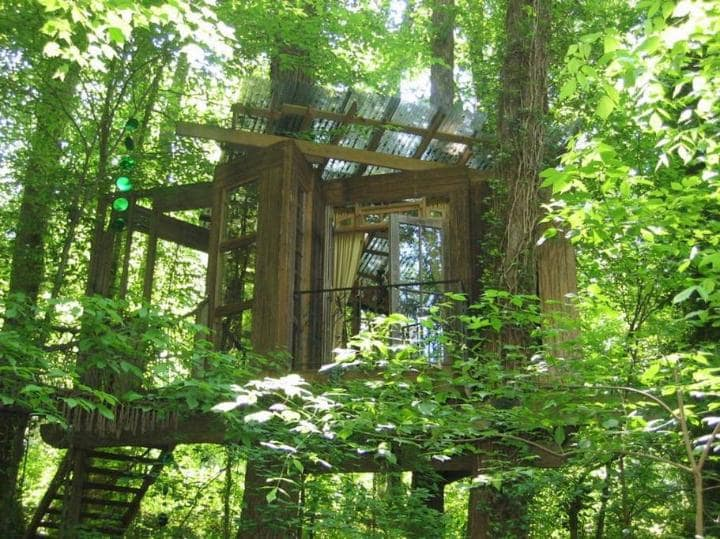 airbnb-atlanta-treehouse-exterior-sunlight-large