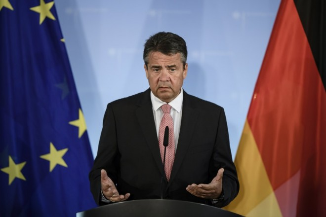 epa06098170 German Foreign Minister Sigmar Gabriel delivers a statement to the media on the occasion of the detention of a German human rights activists in Turkey, in Berlin, Germany, 20 July 2017. Gabriel interrupted his summer holidays to discuss the situation after Turkey had detained a group of human rights activists - including a German national - during a police raid on 05 July.  EPA/CLEMENS BILAN