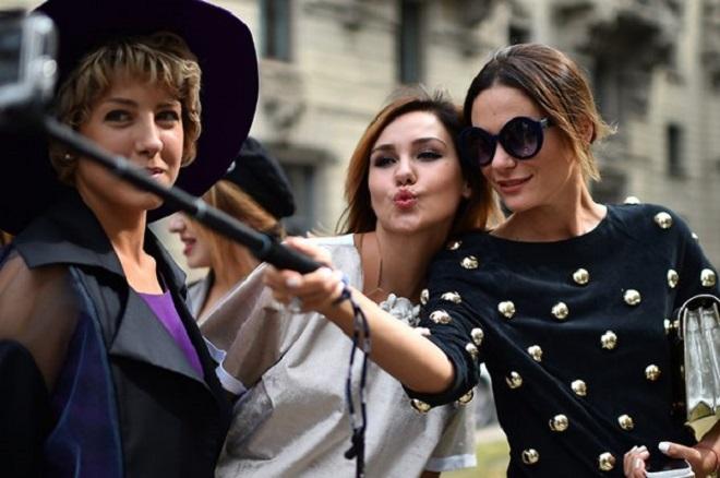 Ξεχάστε τις «selfies»! Έρχονται οι… «bothies»