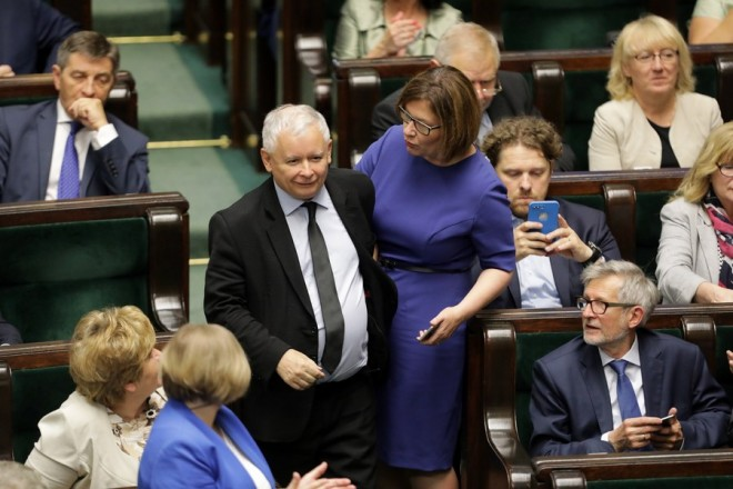 epa06096034 Poland's ruling Law and Justice (PiS) party leader Jaroslaw Kaczynski (C) along with other party members attend the Polish 'Sejm' parliament's session in Warsaw, Poland, 19 July 2017. It bis expected for later the same day that the Sejm will decide to refer a much-disputed Supreme Court bill for further work within the house's justice committee.  EPA/RADEK PIETRUSZKA POLAND OUT