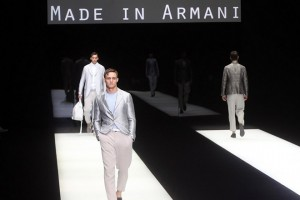 epa06037015 Models present creations by Italian designer Giorgio Armani for his label Giorgio Armani during the Milan Fashion Week, in Milan, Italy, 19 June 2017. The Men's Spring/Summer 2018 collections are presented from 16 to 19 June.  EPA/MATTEO BAZZI