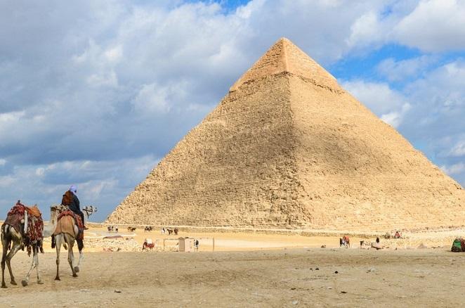 Έκρηξη σε τουριστικό λεωφορείο στις Πυραμίδες της Αιγύπτου – Δεκάδες τραυματίες