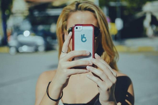 Υπάρχει μια ελληνική startup που επιβραβεύει με χρήματα κάθε selfie σας