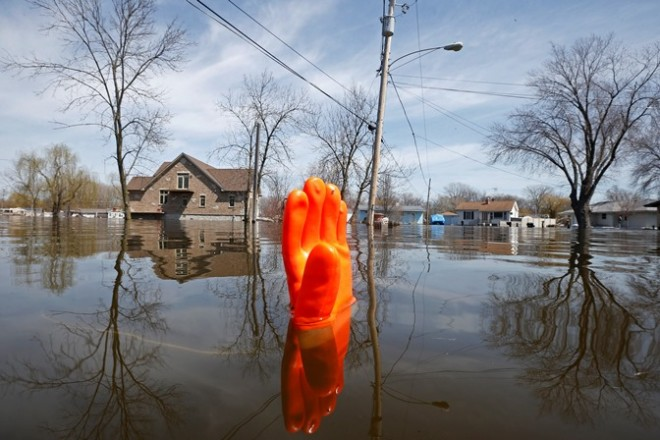 A rubber glove being used as a marker bobs in the water after flooding in Fox Lake, Illinois April 22, 2013. The Fox River is expected to crest after heavy rains brought flooding to the area last week. REUTERS/Jim Young (UNITED STATES - Tags: ENVIRONMENT DISASTER TPX IMAGES OF THE DAY) - RTXYW1Y