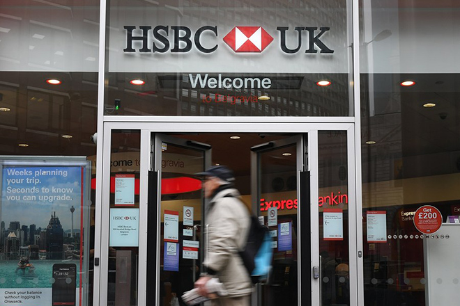 epa05806621 An exterior view of a HSBC (Hongkong and Shanghai Banking Corporation Holdings PLC) branch in London, Britain, 21 February 2017.  According to news reports HSBC is under investigation over potential breaches of money laundering rules. The banking giant meanwhile reported a 62 per cent fall in profits on 21 February 2017.  EPA/ANDY RAIN