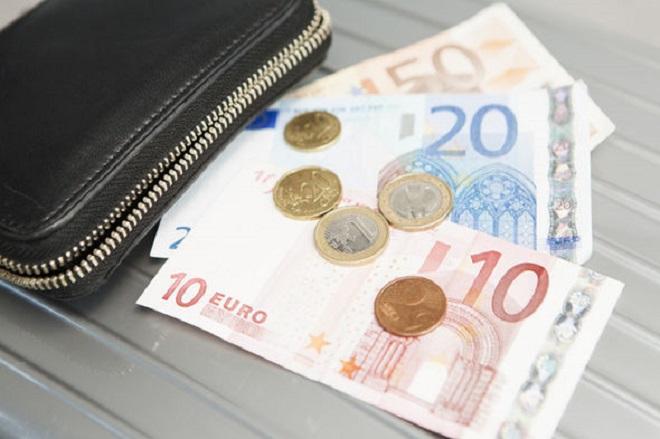 Τα προϊόντα και οι υπηρεσίες που κοστίζουν ακριβά στους Έλληνες
