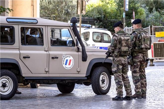 Συνελήφθη ο οδηγός που έπεσε σε στρατιώτες στο Παρίσι
