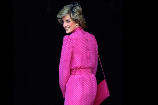 Πριγκίπισσα Νταϊάνα: Το fashion icon που «τίναξε στον αέρα» την αυστηρή βασιλική γκαρνταρόμπα