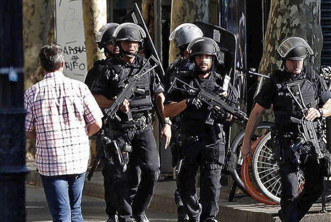 Βαρκελώνη: O δράστης της επίθεσης πιθανόν ζει και διαφεύγει
