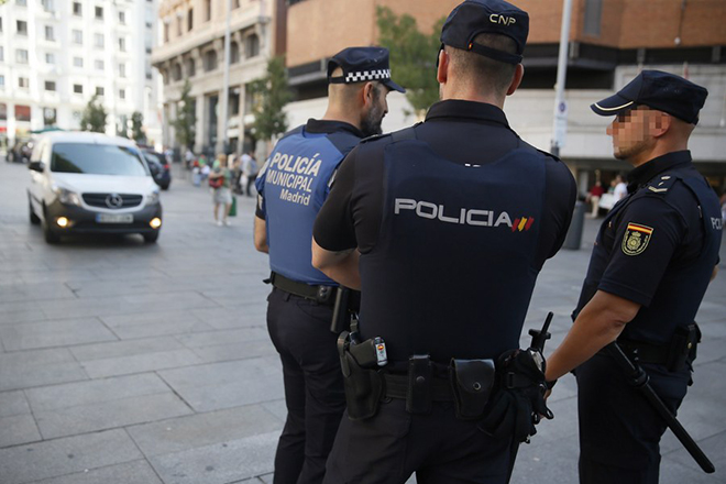 epa06149618 Spanish policemen stand guard in Callao square in downtown Madrid, Spain, 18 August 2017, as a security measure on the day after terrorist attacks committed in Catalonian cities of Barcelona and Cambrils. According to media reports, at least 13 people have died and 100 were injured when a van crashed into pedestrians in Las Ramblas in Barcelona in an incident which Spanish police are treating as a terror attack. A similar attack was conducted in the coastal city of Cambrils, where five alleged terrorists, who apparently wore bomb belts, were shot dead by security forces on early morning 18 August after they attacked pedestrians using a vehicle next to a promenade, injuring seven people, including a police officer. Police have stated that the attack in Barcelona and the attack in Cambrils were linked. The so-called 'Islamic State' (IS) has claimed responsibility for the attack in Barcelona.  EPA/MARISCAL