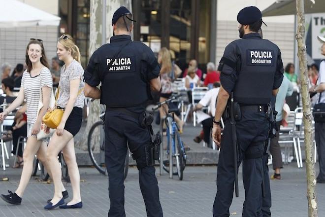 Μετά την επίθεση στη Βαρκελώνη, ο δράστης σκότωσε έναν άνδρα και διέφυγε με το αυτοκίνητό του