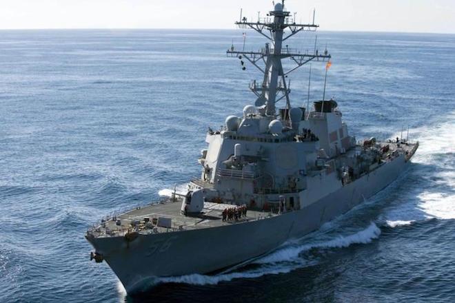 Σύγκρουση αντιτορπιλικού με δεξαμενόπλοιο: Δέκα Αμερικανοί ναύτες αγνοούνται και πέντε έχουν τραυματιστεί
