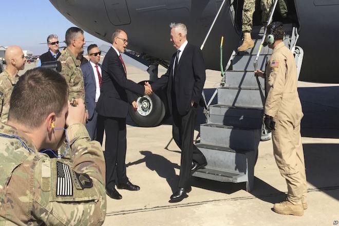 Γιατί ο Αμερικανός υπουργός Άμυνας επισκέπτεται αιφνιδιαστικά τη Βαγδάτη