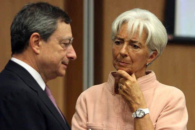 epa03397166 The president of the European Central Bank (ECB) Mario Draghi (L) speaks to International Monetary Fund (IMF) managing director Christine Lagarde (R) at the European Union Economic and Financial Affairs Council (ECOFIN) meeting in Nicosia, Cyprus, 14 September 2012.  EPA/KATIA CHRISTODOULOU